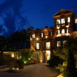 Hotel Mas Passamaner (fachada de noche)