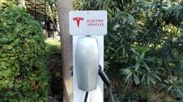 Punto de recarga Tesla - Point de charge Tesla - Mas Passamaner